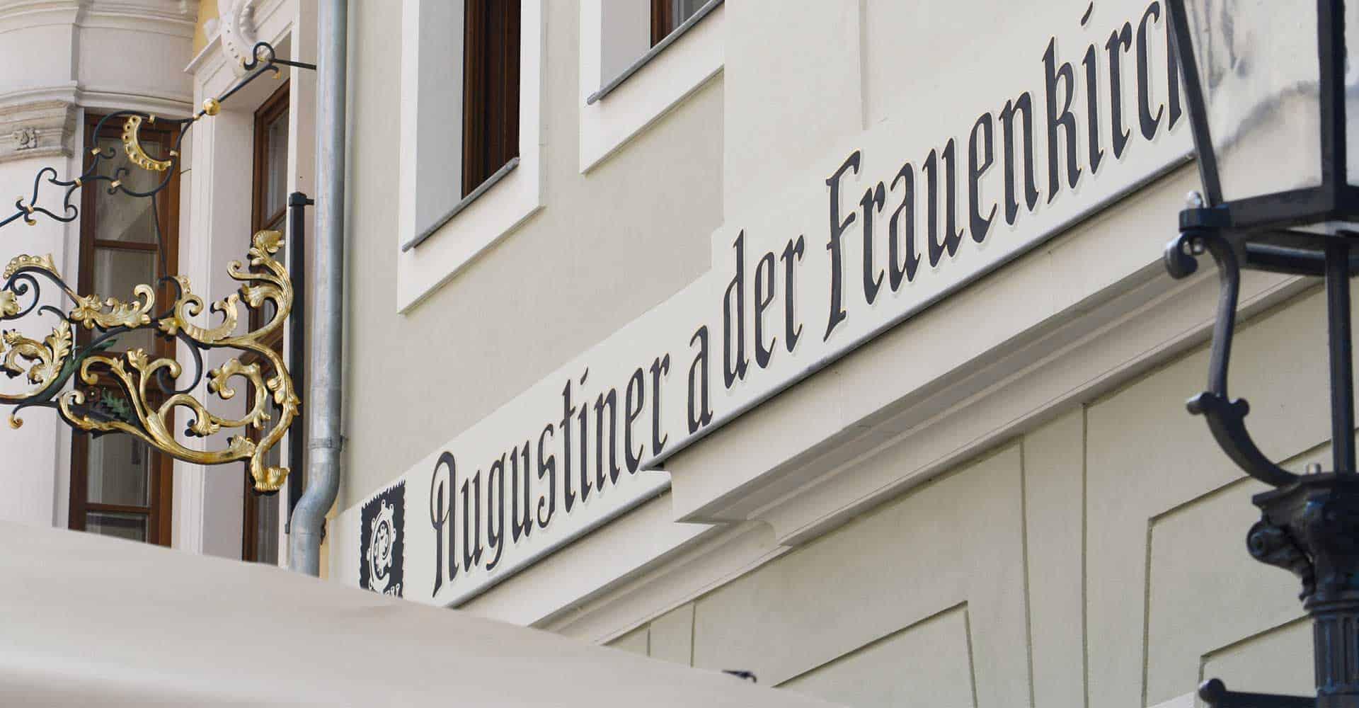 AUGUSTINER AN DER FRAUENKIRCHE | INNENAUSBAU RESTAURANT | Umsetzung der Innenraumgestaltung nach den strengen Richtlinien der Augustiner Brauerei in Kombination mit der sächsischen Kultur.