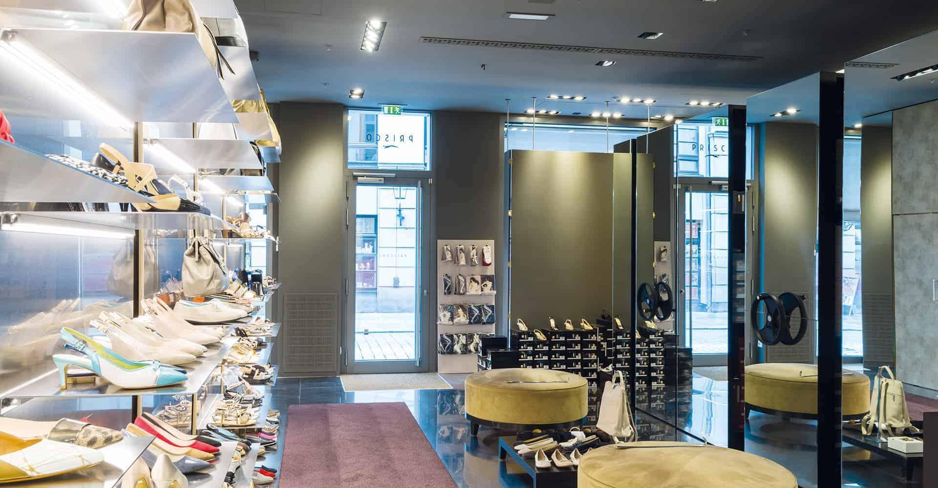 PRISCO STORE DRESDEN   LADENBAU PRISCO WOMAN, PRISCO MAN & PRISCO OUTLET   Umbau eines des Schuh-Stores im Quartier an der Frauenkirche in Dresden. Nach dem Entwurf von Ehrlich & Richters wurde der bestehende Prisco Woman-Store in kürzester Zeit revistalisiert.