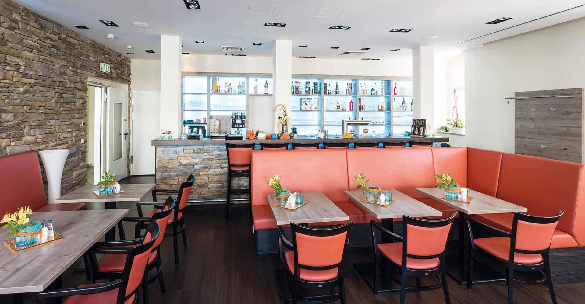 HOTEL GOLDENER LÖWE   INNENAUSBAU HOTEL UND RESTAURANT   Komplette Sanierung der Hotelzimmer, der Flure, des Empfangs und des Restaurants eines 23 Jahre lang brachliegendes Hotels.