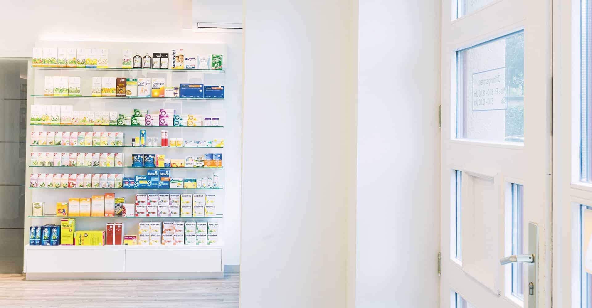 SIEGFRIED APOTHEKE DRESDEN | RENOVIERUNG APOTHEKE WÄHREND ÖFFNUNGSZEITEN | Komplette Renovierung der Verkaufsräume und des rückwärtigen Bereiches während der Öffnungszeiten.