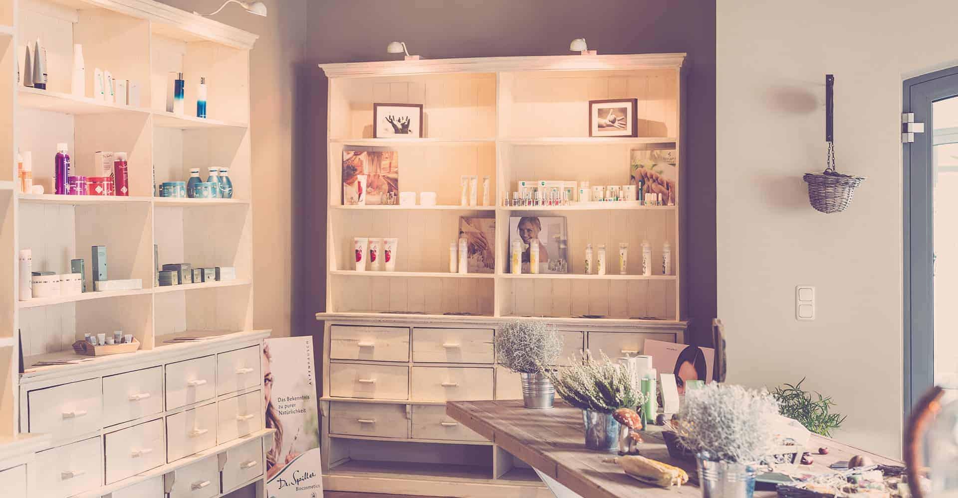 WOHLFÜHLRAUM KOSMETIK DRESDEN | NEUBAU LADENGESCHÄFT | Umsetzung der Innenraumgestaltung nach individueller Farb- und Stilberatung inklusive Bemusterung der verschiedenen Wand- und Bodenoberflächen.