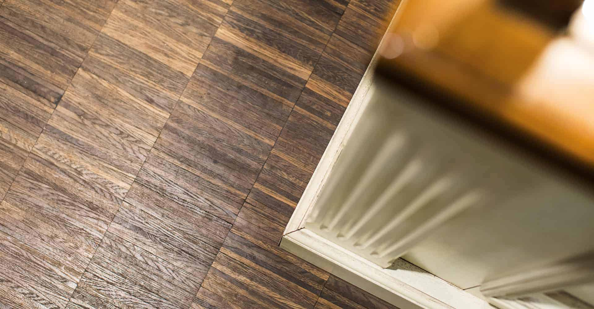 KEXEREI DIE KEKSMANUFAKTUR DRESDEN | INNENAUSBAU LADENGESCHÄFT | Die Tischlerei Kaden beauftragte uns passend zum bestehenden Corporate Design der KeXerei, das Farb- und Stilkonzept mit unseren Gewerken umzusetzen. Das verarbeitete Industrieparkett auf dem Boden ist besonders robust und gut geeinget für hoch frequentierte Ladengschäfte.