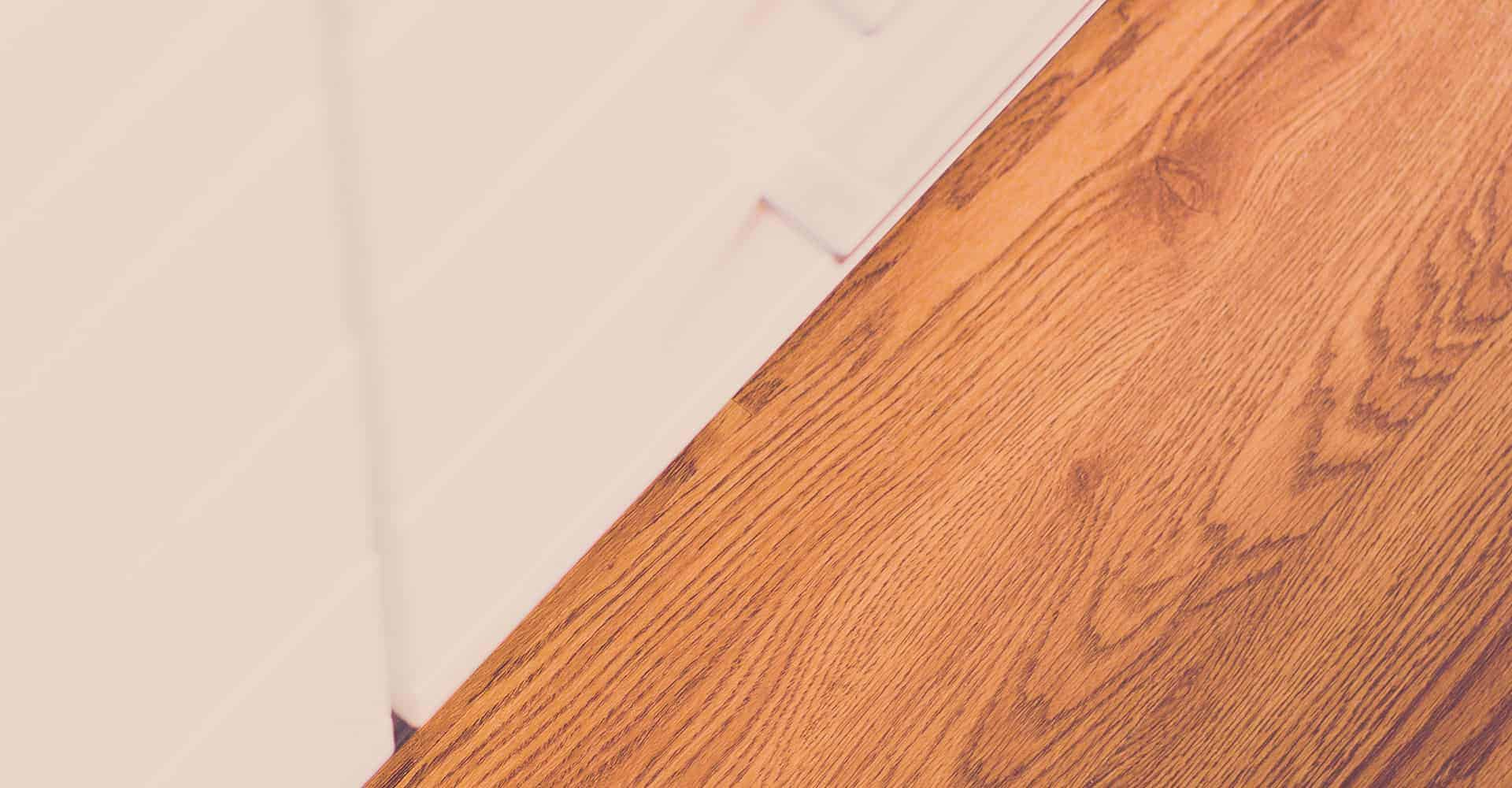 ZAHNARZTPRAXIS PÖNISCH DRESDEN | Dr. med. dent. Roman Pönisch | Seit September 2013 befindet sich die Zahnarztpraxis Pönisch am neuen Standort in Dresden, am Schnittpunkt zwischen Gorbitz, Altfranken und Gompitz. Der Neubau ermöglichte es, bisherige Materialien grundlegend zu überdenken. So war es den praktizierenden Ärzten äußerst wichtig, einen Bodenbelag zu wählen, welcher strapazierfähig und leicht zu pflegen ist und sich harmonisch in das Design der Räumlichkeiten integrieren lässt.