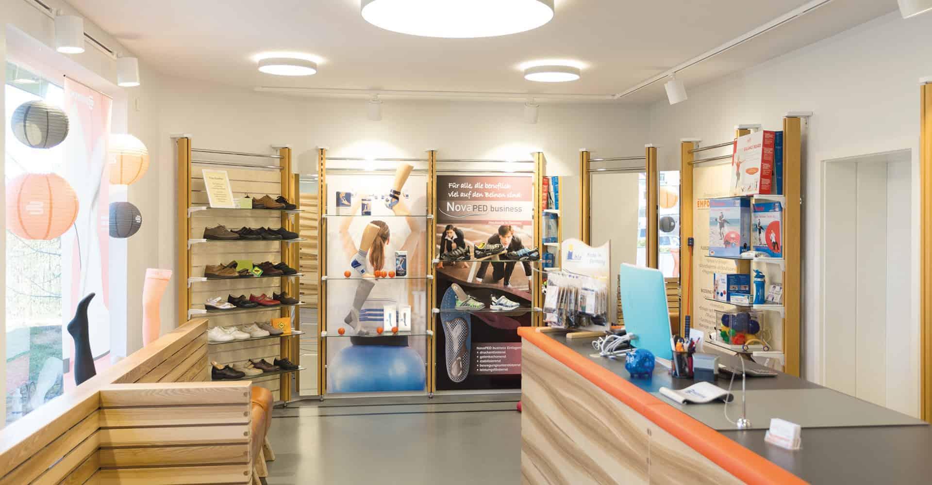 EMPOR LAUBEGAST DRESDEN | AUSGEWÖHNLICHES LADENKONZEPT IN DRESDEN | Konzeption und Umsetzung eines individuelen Ladengeschäftes für Orthopädische Schuhtechnik.