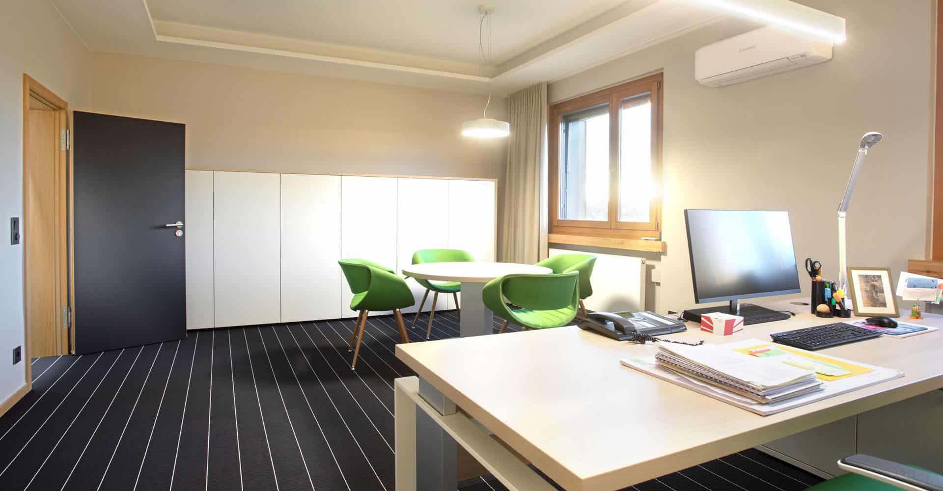 EWG Dresden Vorstandsetage Schreibtisch