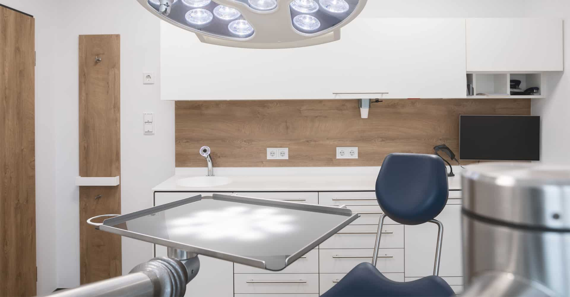 Zahnarztpraxis Brückner Dresden Behandlungsraum